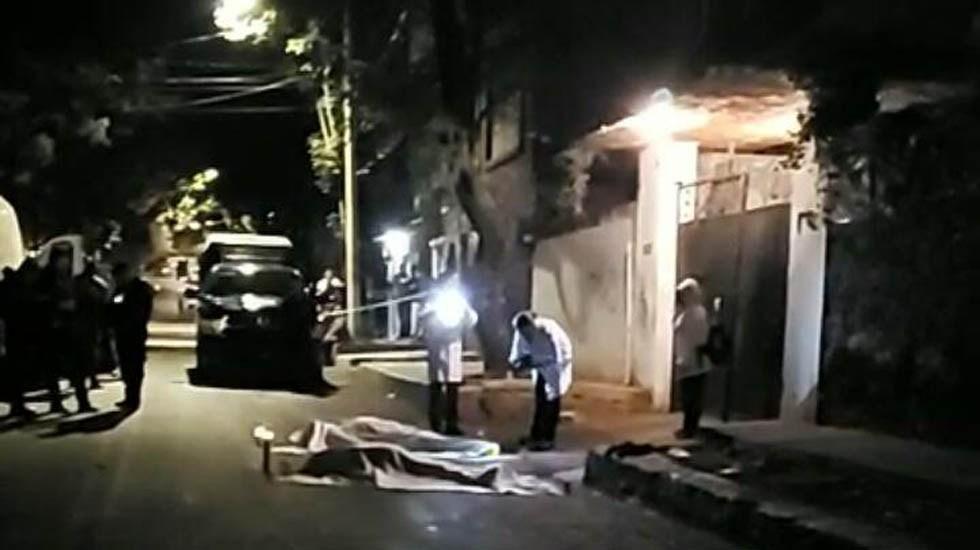 Vecino asesina a hombre y mujer en la Ciudad de México - Peritos en la escena del crimen. Foto de @shademsky