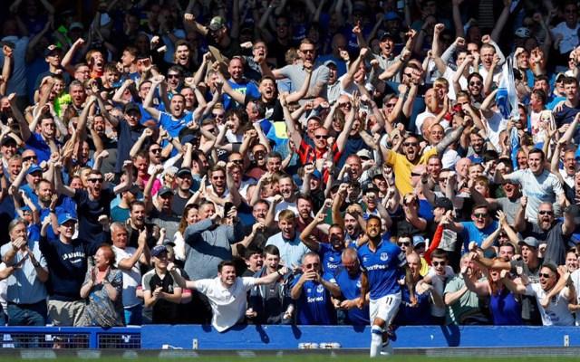 Everton celebra triunfo sobre el Manchester United - Porra del Everton celebrando gol contra el Manchester United. Foto del Twitter de Everton