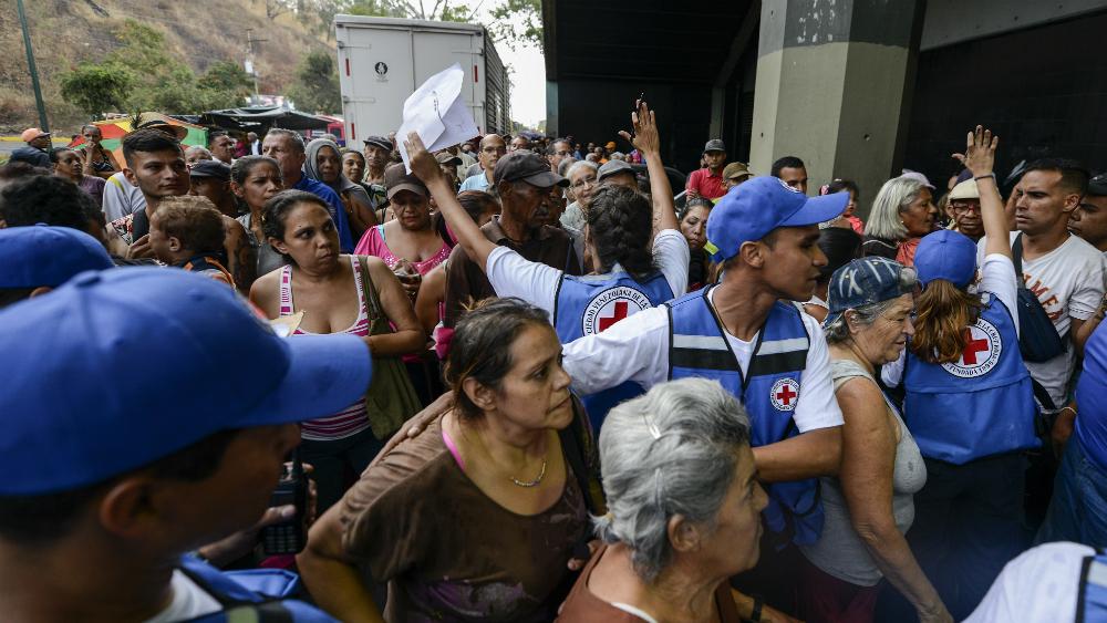 Así transcurrió la primera entrega de ayuda humanitaria en Venezuela - Foto de AFP