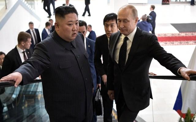 Kim Jong-un deja Rusia tras cumbre con Putin - Reunión entre Kim Jong-un y Vladimir Putin. Foto de AFP / Alexey Nikolsky
