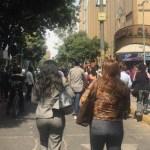 Desalojo de edificios en la Ciudad de México por sismo