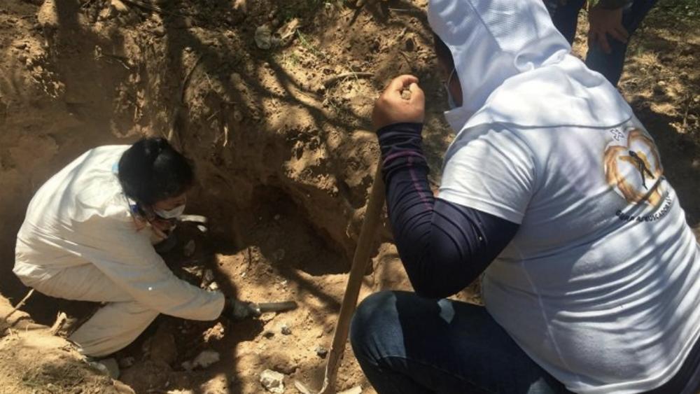Encuentran al menos 20 restos humanos en fosas clandestinas en Sonora - Foto de @ProyectoPuente