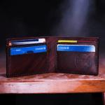 Pagos mínimos de tarjetas pueden generar largas deudas - Foto de Two Paddles Axe and Leatherwork @twopaddles