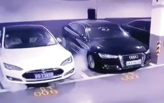 #Video Tesla se incendia en estacionamiento en China - Tesla Model S