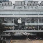 Joven arrestado por reconocimiento facial demanda a Apple - Apple