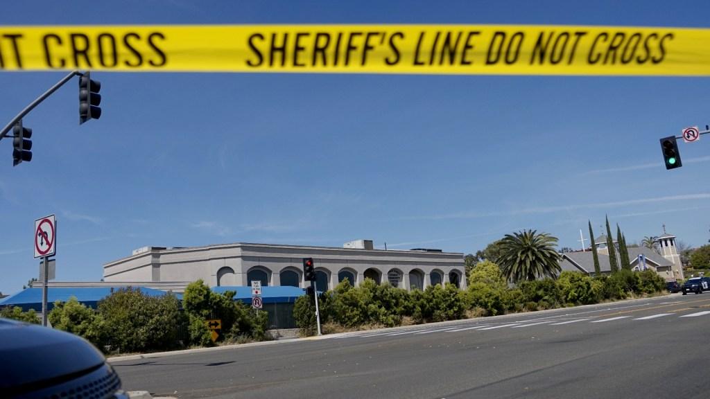Tirador de sinagoga en California elogió ataque en Nueva Zelanda - Tiroteo sinagoga San Diego California