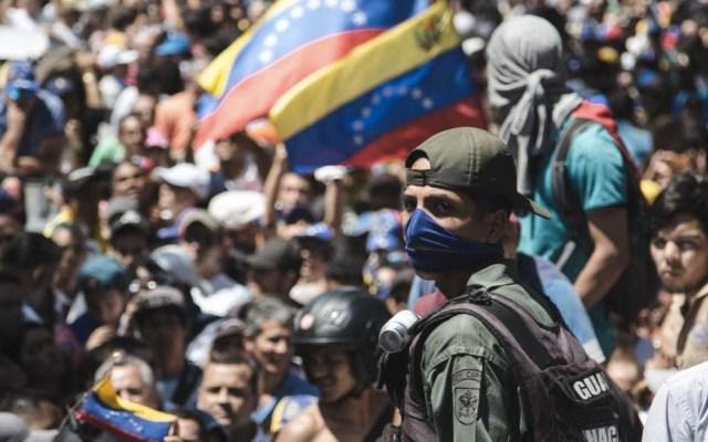 Militares venezolanos piden asilo en la embajada de Brasil en Caracas - Foto de @jguaido
