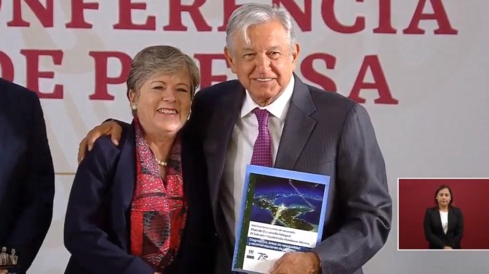 CEPAL entrega a México su Plan de Desarrollo Integral para Centroamérica - AMLO con Alicia Bárcena de la CEPAL. Captura de pantalla
