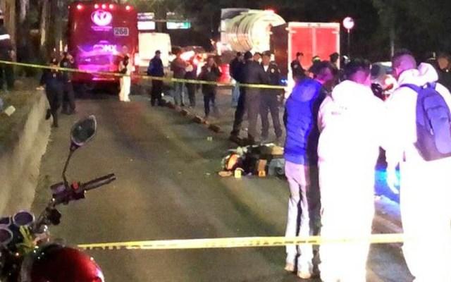 Motociclistas invaden carril del Metrobús y los atropella; uno murió - Atropello de motociclistas sobre Avenida Ticomán por Metrobús. Foto de @MojicaAg