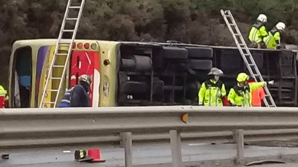 Horrible tragedia en la ruta Cinco Sur, bus volcó dejando 6 fallecidos