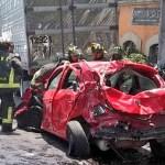 Tráiler sin frenos choca varios autos en Santa Fe