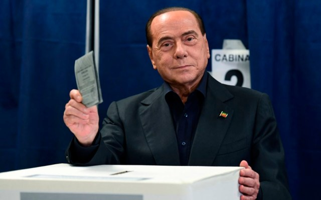 Eligen por primera vez a Berlusconi al parlamento europeo - berlusconi