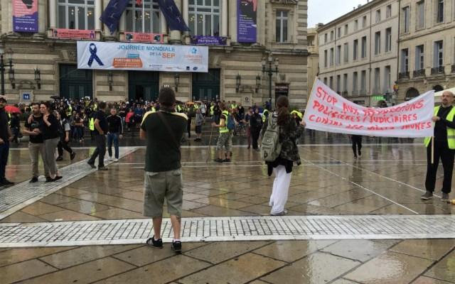 """Sigue a la baja el movimiento de los """"chalecos amarillos"""" en Francia - Foto de @MLMontpellier"""