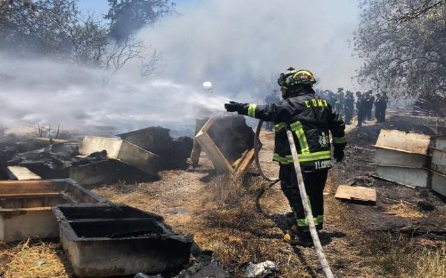 Continúan activos siete incendios en la Ciudad de México - Combate a incendio en la CDMX. Foto de @SGIRPC_CDMX