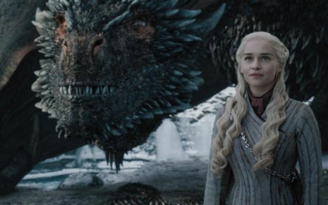 Próximos capítulos de 'Game of Thrones' son una locura: Emilia Clarke - Daenerys Targaryen con Drogon. Foto de HBO
