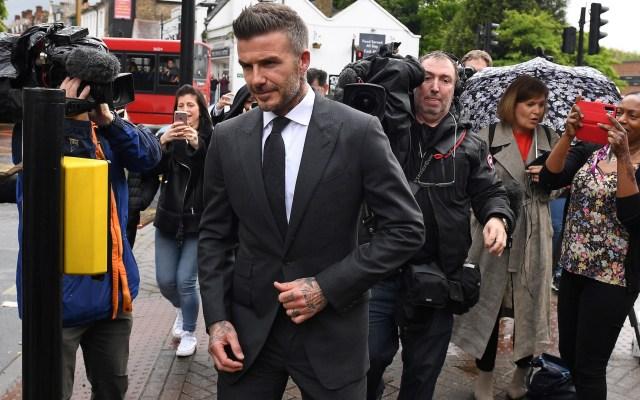 Sancionan a David Beckham por usar el celular al conducir - David Beckham saliendo de la Corte de Bromley Magistrates en Londres, tras recibir su sanción. Foto de Daniel LEAL-OLIVAS / AFP.