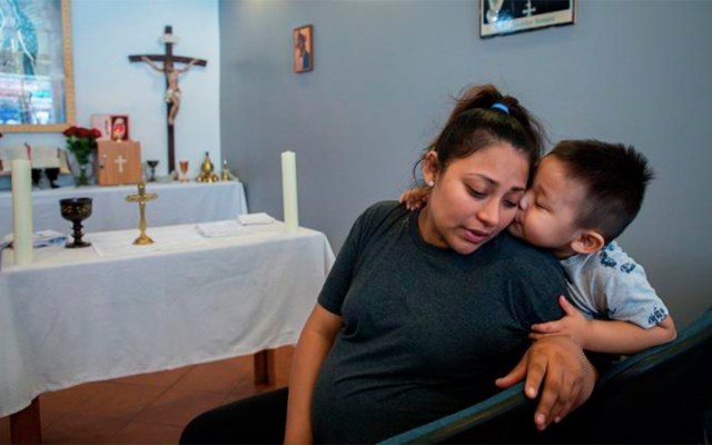 Indocumentada abandona iglesia en Chicago tras retraso en su deportación - migrante refugio iglesia deportada