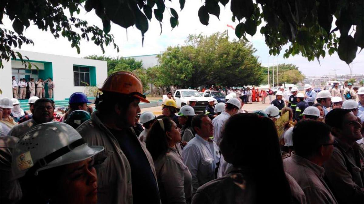 Complejo Pajaritos de Pemex es evacuado por amenaza de bomba
