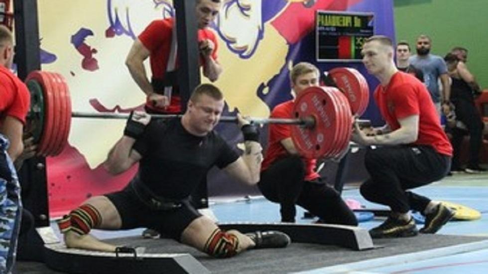 #Video Deportista se rompe la pierna al cargar pesa de 250 kg - Fractura de Yaroslav Radashkevich. Foto de Amur Info