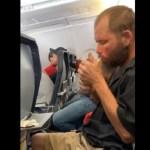 #Video Hombre se pone a fumar en pleno vuelo