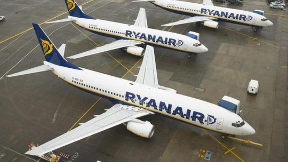 Un pasajero intentó abrir la puerta de un avión en pleno vuelo