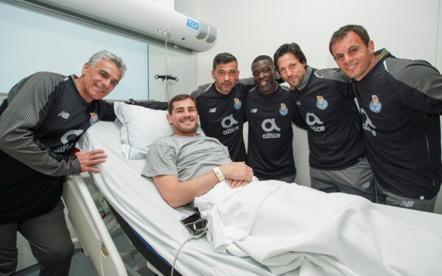 Jugadores y directivos del Porto visitan a Iker Casillas en el hospital - Jugadores del Porto visitan a Iker Casillas