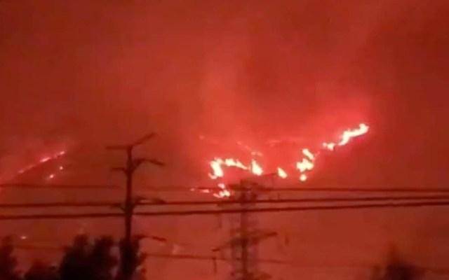 #Video Controlan incendio en el cerro de Jicalán en Uruapan - Incendio en el cerro del Jicalán. Captura de pantalla / @webcamsdemexico