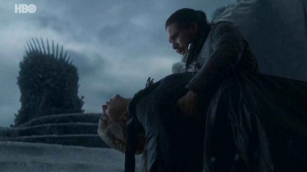 George Martin podría cambiar el final de Game of Thrones en los libros - Jon Snow después de asesinar a Daenerys Targaryen. Foto de HBO