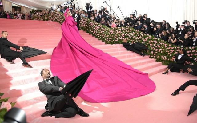Lady Gaga se roba el show en la gala del Met en Nueva York - Foto de AFP