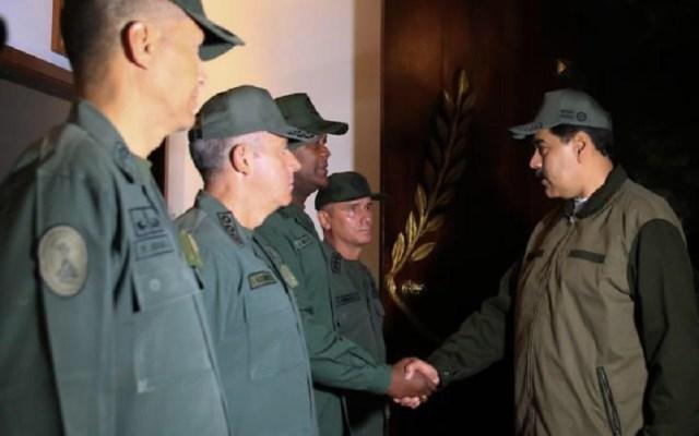 Maduro expulsa a militares implicados en 'Operación Libertad' - Maduro con miembros de las Fuerza Armada Nacional Bolivariana. Foto de @NicolasMaduro