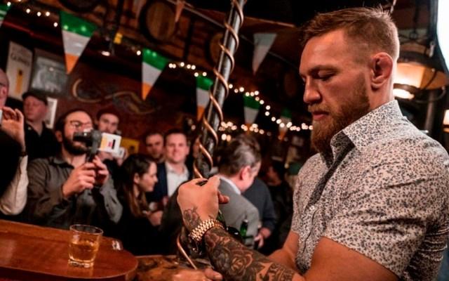 Interrogan a McGregor por golpear a hombre en Dublín - McGregor