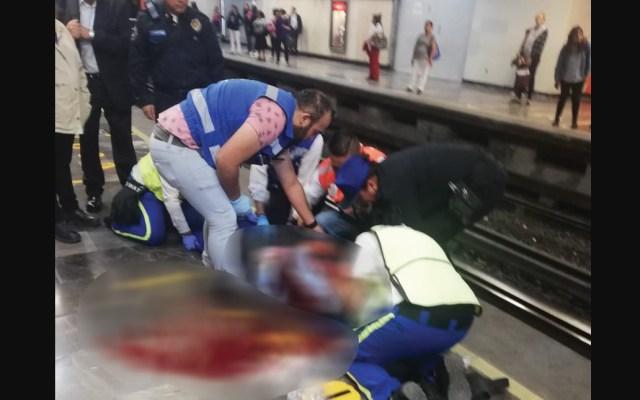 Vagón del Metro golpea a mujer en la cabeza - Foto de @Delta25MX