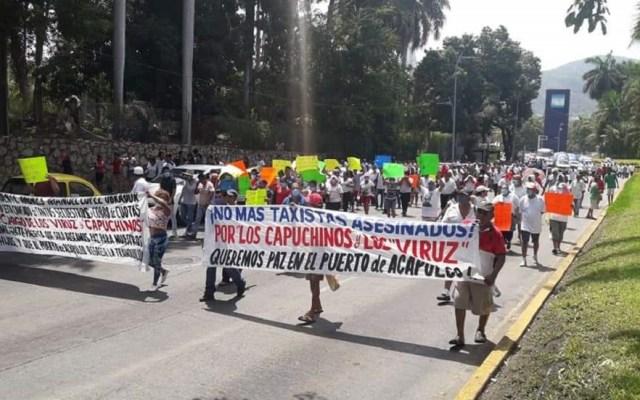 Transportistas marchan en Acapulco para exigir seguridad - Los transportistas exigieron un alto al asesinato de taxistas. Foto de @elcorreodgmx1