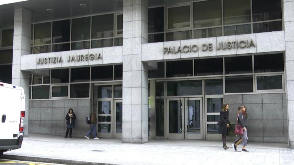 Dan 13 años de cárcel a tres hombres por violar a una mujer y grabar el hecho en España - Foto de ABC