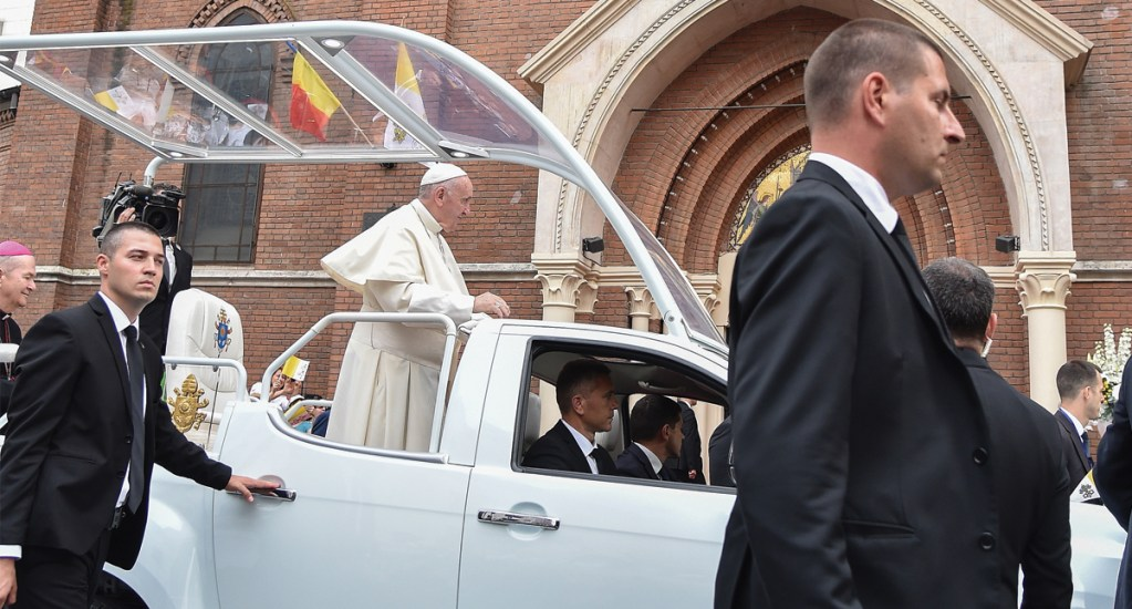 Papa Francisco inicia visita a Rumania - Foto de AFP