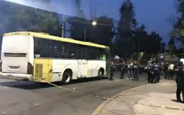 Por resistirse a robo, matan a mujer en transporte público en paradero de La Raza - Foto de @ricardovitela