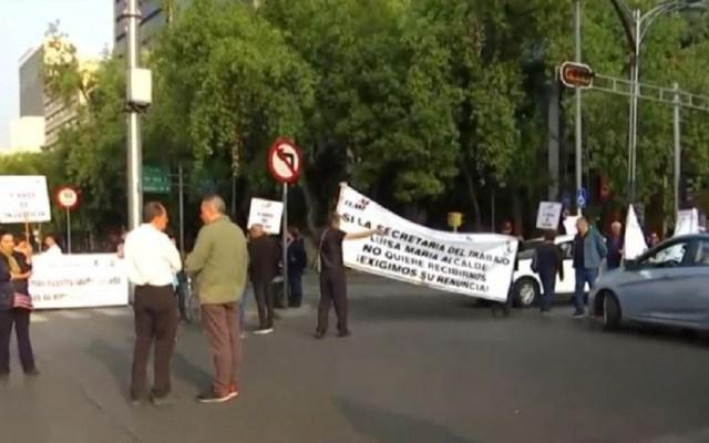 Jubilados cierran carriles centrales de Paseo de la Reforma - Protesta de jubilados en Paseo de la Reforma. Foto de Noticieros Televisa