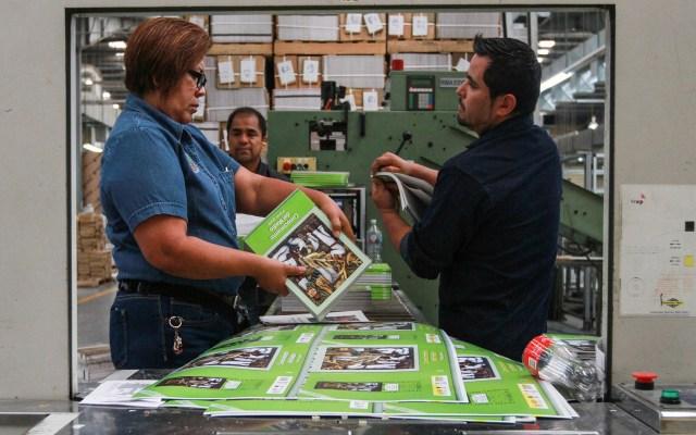 AMLO adjudica demora en libros de texto al combate a la corrupción - Taller general de la Comisión Nacional de Libros de Texto Gratuitos ubicado en Querétaro. Foto de Notimex