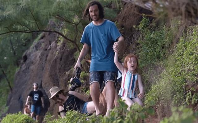 #Video Hombre graba momento en que su esposa cae por un acantilado y lo critican - captura de pantalla