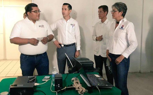 Lleva el PAN delantera en cinco de 11 municipios de Aguascalientes - Un notario público certifica esta tarde la puesta en ceros del Programa de Resultados Electorales Preliminares (PREP) de los comicios realizados hoy en el estado. Foto de Notimex-Especial