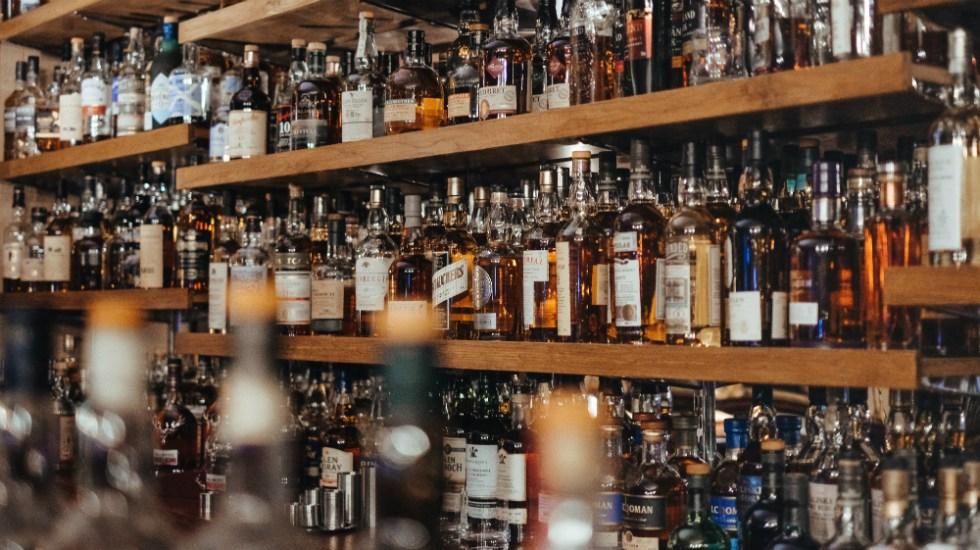 Decir adiós a bebidas alcohólicas puede salvar la vida: experto - Foto de Adam Wilson para Unsplash