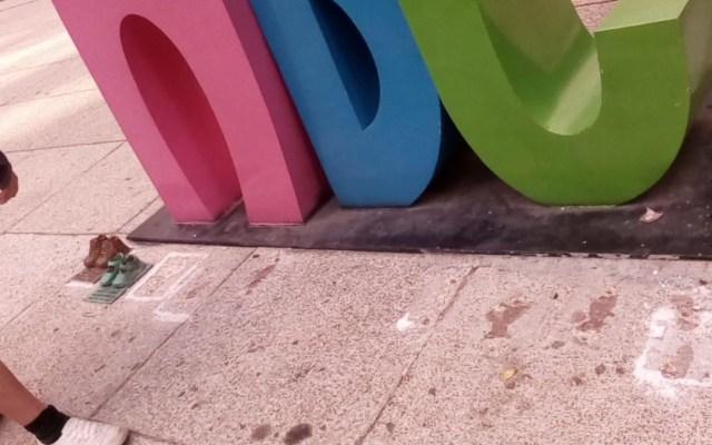 Roban zapatos de bronce del Antimonumento ABC - roban zapatos de bronce de antimonumento abc