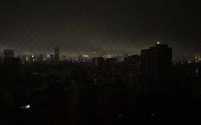Falla masiva deja sin luz a Argentina y Uruguay - Apagón en Buenos Aires, Argentina. Foto de @nataliocosoy
