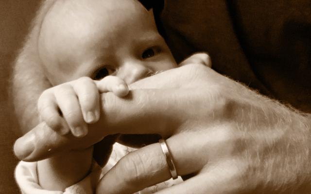 Duques de Sussex comparten foto de Archie por Día del Padre - Foto de @sussexroyal