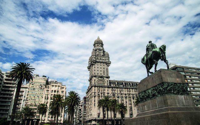 Montevideo: ramblas, mercados y art decó - Foto: Guido Piotrkowski
