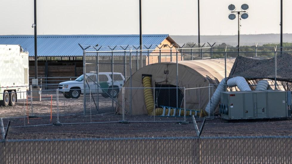 Trasladan a bebés y menores detenidos en comisaría fronteriza de EE.UU. - Foto de by Paul Ratje / AFP.