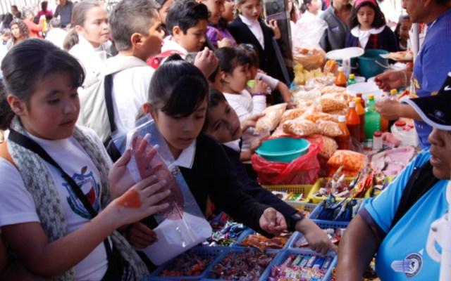 Continúa la venta de comida chatarra en las escuelas pese a prohibición - comida chatarra escuelas
