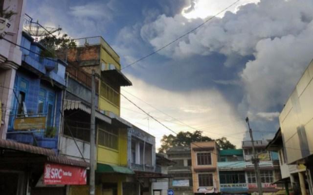 #Video Hace erupción el Monte Sinabung en Indonesia - erupción monte sinabung indonesia