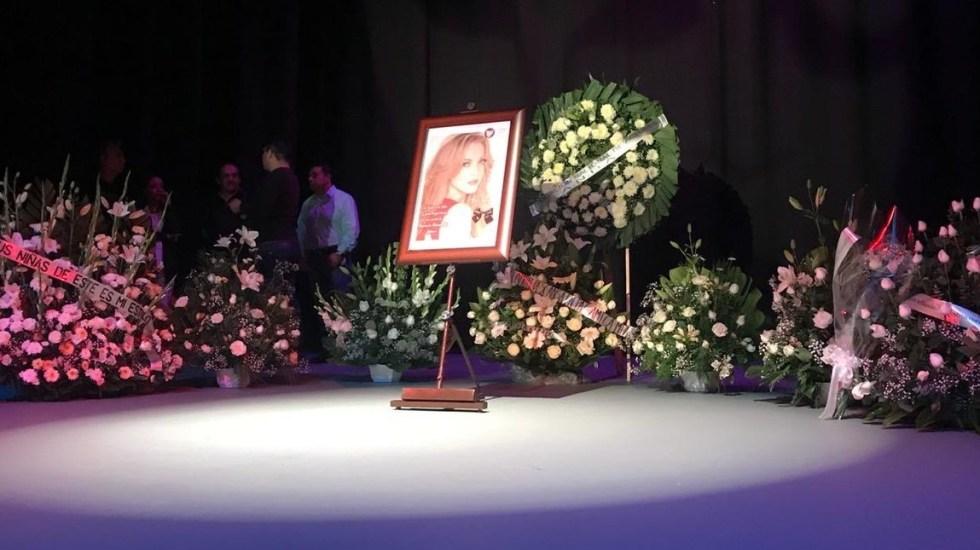 Llegan restos de Edith González al Teatro Jorge Negrete para homenaje - Escenario del Teatro Jorge Negrete para homenaje a Edith González. Foto de @Siete24mx