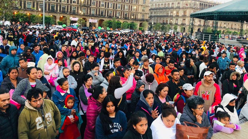 Estudiantes protestan por becas en el Zócalo. Noticias en tiempo real